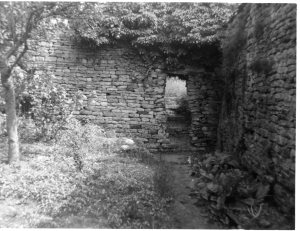 A gap in the wall, leading to the rear of 10 Hall Yard in the 1950s